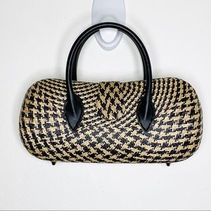 Clamshell Straw Structured Woven Purse Houndstooth